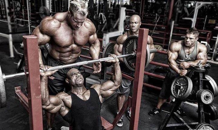 huge-guys-in-gym-anadrol-dianabol