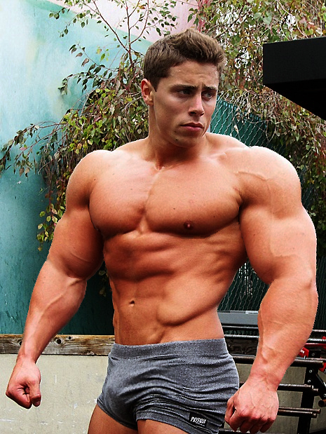 huge-muscles-deca-durabolin